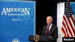 拜登總統2月22日在白宮宣布新冠援助計劃中針對小企業的相關改變(路透社)