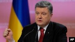 Presiden Ukraina Petro Poroshenko meminta dana talangan baru kepada IMF Rabu 21/1 (foto: dok).