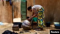 Une employée à Niamey, au Niger (Reuters)
