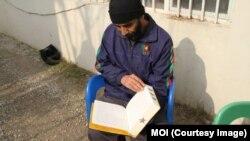 افغان زنداني د مطالعې پرمهال