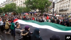 تظاهر کنندگان طرفدار فلسطینیان در پاریس