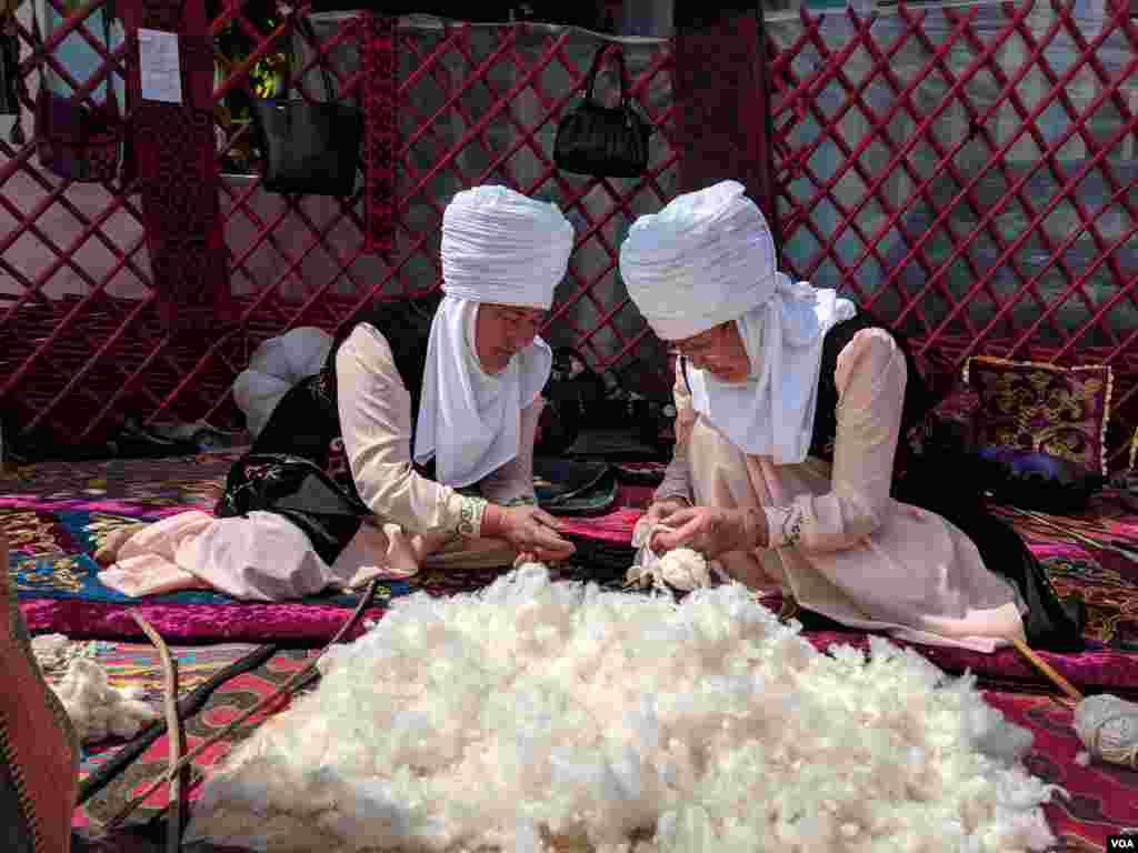 """Qirg'izistonning O'sh shahrida 20-21-aprel kunlari """"O'sh - Turk dunyosining madaniy poytaxti"""" nomli xalqaro festival bo'lib o'tdi."""