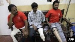 Những người đến cơ sở Jaipur Foot ở Mumbai, Ấn Độ để được cấp tay, chân giả miễn phí