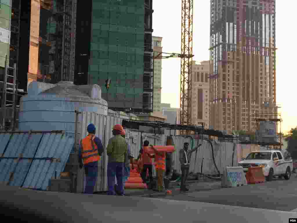 There are about 1.4 million foreign laborers in Doha, Qatar, Dec. 17, 2014. (Eunjung Cho/VOA)