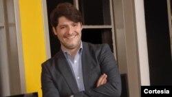 Carlos Hullet dialoga sobre el bloqueo a Vivo Play en Venezuela