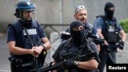 Polisi Perancis dalam salah satu operasi kontra terorisme (foto: ilustrasi).
