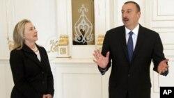 Xillari Klinton prezident Ilhom Aliyev bilan suhbatda inson huquqlariga hurmat masalasini ham ko'tardi
