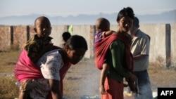ရခိုင္ျပည္နယ္တြင္း နွစ္ဘက္တိုက္ပဲြေတြေၾကာင့္ ထြက္ေျပးတိမ္းေရွာင္ခဲ့ရေသာ စစ္ေဘးဒုကၡသည္ ၿမိဳတိုင္းရင္းသား မိသားစု (ဇန္န၀ါရီ ၂၅၊ ၂၀၁၉)