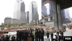 """Autoridades locales y federales se reunieron en la """"zona cero"""", en Nueva York, horas después de la captura del Osama bin Laden, el autor intelectual de los atentados del 9/11."""