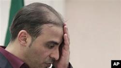 利比亞政府發言人在星期四回答記者提問時的神情