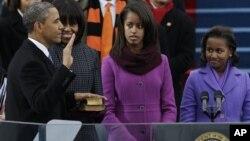 Obama presta juramento