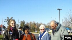 কয়েকজন ভোটারের সঙ্গে শাগুফতা নাসরিন কুইন