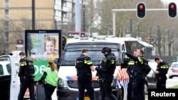 Polisi mengamankan lokasi penembakan di Utrecht, Belanda, 18 Maret 2019.