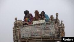 وطن واپس جانے والا ایک افغان خاندان (فائل فوٹو)