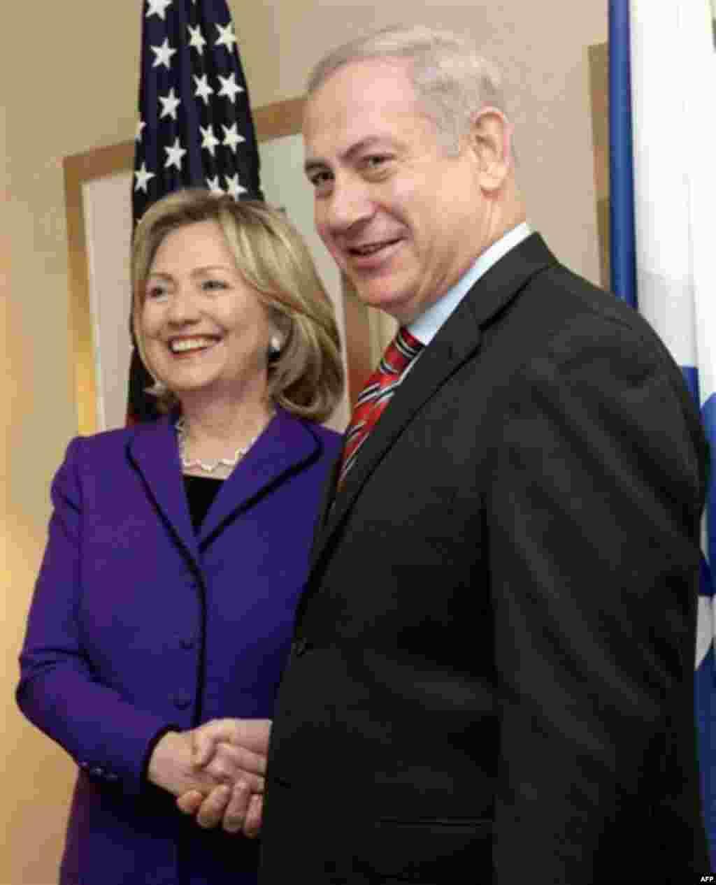 U.S. Secretary of State Hillary Rodham Clinton, left, shakes hands with Israeli Prime Minister Benjamin Netanyahu during their meeting Thursday, Nov. 11, 2010 in New York. (AP Photo/Mary Altaffer)