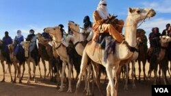 Жители одного из регионов северного Нигера в традиционных костюмах (архивное фото)