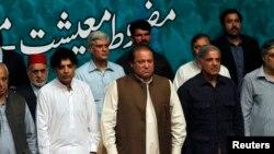 Một phiên họp khẩn chung của cả hai viện quốc hội Pakistan đã được triệu tập vào ngày hôm nay để thảo luận về vụ khủng hoảng chính trị leo thang.