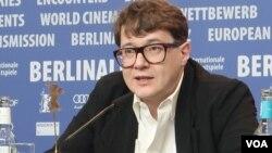 Илья Хржановский на пресс-конференции. Photo: Oleg Sulkin