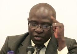 Dr Bakary Sambe au micro de Jacques Aristide