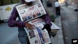 Un vendeur de journaux, au Caire, en Egypte, le 9 novembre 2016.
