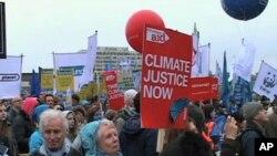 Climate demonstrators in central London, 05 Dec 2009