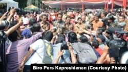 Presiden Joko Widodo menanggapi penetapan tersangka Basuki Tjahaja Purnama dalam kasus penistaan agama, di Senayan, Jakarta, Kamis 17 November 2016. (Foto: Biro Pers Kepresidenan)
