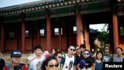 Khách du lịch Trung Quốc tham quan Dinh Gyeongbok trung tâm Seoul Hàn quốc ngày 5/10/2016.