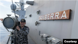 """澳大利亚海军""""堪培拉""""号上的水兵(澳大利亚皇家海军照片)"""