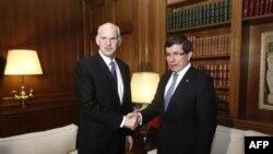 Ngoại trưởng Thổ Nhĩ Kỳ Ahmet Davutoglu hội kiến Thủ tướng Hy Lạp George Papandreou