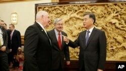 2017年6月30日,中國副總理汪洋在北京中南海會見美國農業部長珀杜(左)和美國駐華大使布蘭斯塔德。