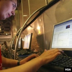"""Dengan teknologi digital, bahasa-bahasa yang hampir punah bisa dilestarikan dalam bentuk """"kamus berbicara"""" online (foto: ilustrasi)."""