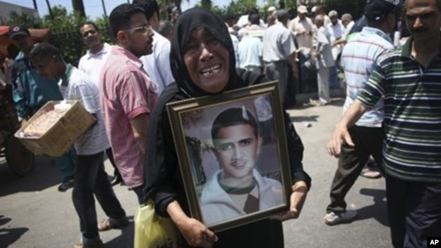 Egyptian woman carrying photo of relative killed in 2011 revolution protests high court ruling, Alexandria, June 15, 2012.