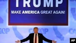 ຜູ້ສະໝັກປະທານາທິບໍດີ ພັກຣີພັບບລິກັນ ທ່ານ Donald Trump ກ່າວຕໍ່ບັນດາສະມາຊິກພັກຣີພັບບລິກັນ ທີ່ ລັດຄາລີຟໍເນຍ.