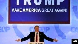Ứng viên Tổng thống Donald Trump phát biểu tại hội nghị đảng Cộng hòa California 2016 tại Burlingame, California, ngày 29 tháng 4 năm 2016.