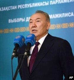 Qazaxıstan prezidenti Nursultan Nazarbayev