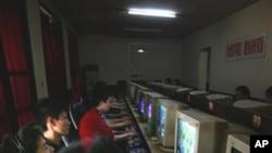 인터넷 카페의 중국 젊은이들 (자료사진)