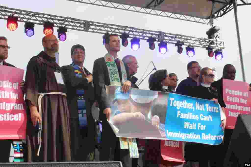 Líderes religiosos participaron de la marcha por la reforma inmigratoria organizada por CASA en Acción junto a otras organizaciones que defienden los derechos de los inmigrantes.