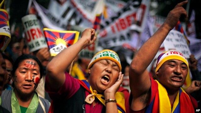 Cộng đồng Tây Tạng ở Ấn Ðộ tuần hành lên án Trung Quốc.