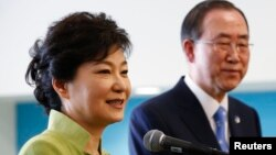 한국의 박근혜 대통령(왼쪽)이 6일 미국 뉴욕의 유엔 본부를 방문하고, 반기문 사무총장과 회담했습니다.