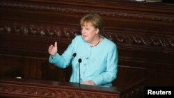 3일 튀니지를 방문한 앙겔라 메르켈 독일 총리가 튀니지 의회에서 연설하고 있다.