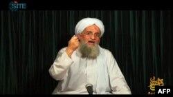Ảnh tư liệu - Thủ lĩnh Al-Qaida Ayman al-Zawahiri phát biểu trong một đoạn video tại địa điểm bí mật.