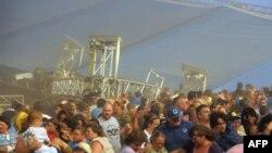Snažna oluja srušila krov sajmišta tokom državnog sajma u Indijani, 13 avgust 2011.