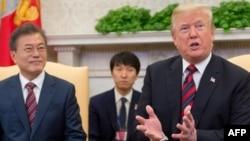 도널드 트럼프 미국 대통령이 지난 5월 백악관에서 문재인 한국 대통령과의 정상회담에 앞서 모두발언을 하고 있다.