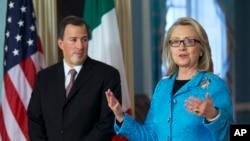 Los jefes de la diplomacia de Estados Unidos, Hillary Clinton, y de México José Antonio Meade, en Washington en la tarde de este miércoles.