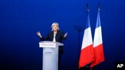 Capres ekstrem kanan Perancis, Marine Le Pen menghadiri pertemuan di Villepinte, luar kota Paris, 1 Mei 2017. (AP Photo/Francois Mori)