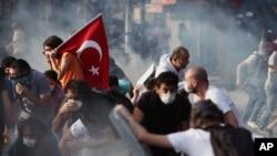총리의 강경 발언으로 더욱 격화되고 있는 터키 시위