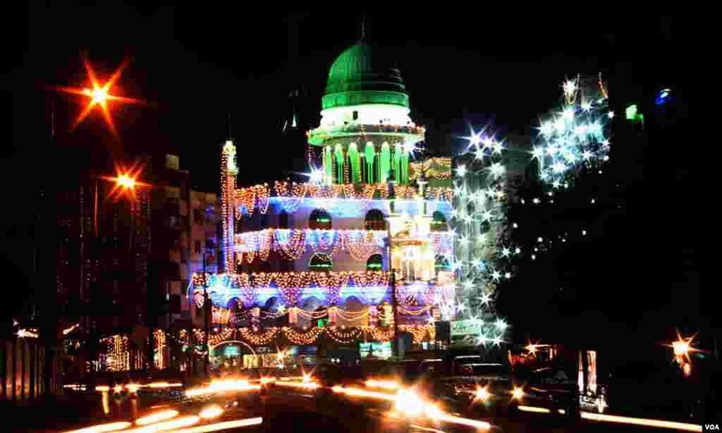 گرومندر پر واقع مسجد کنزالایمان کا ایک منظر