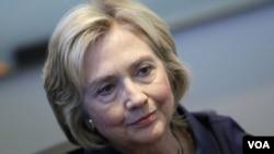 ທ່ານນາງ Hillary Clinton ຜູ້ສະມັກ ປະທານາທິບໍດີ ຂໍຂະມາໂທດ ແລະໄດ້ຮັບເອົາຄວາມຮັບຜິດຊອບທັງໝົດຂອງການໃຊ້ຕາໜ່າງສ່ວນໂຕ.