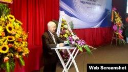 Nhà văn Nguyên Ngọc phát biểu tại lễ ra mắt Viện Phan Chu Trinh.