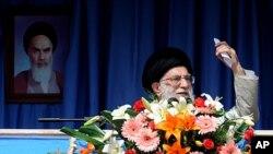 Babban shugaban Addinin kasar Iran, Ayatollah Ali Khamenei , ya na jawabi a ranar Asabar 15 ga watan oktoba a lardin Kermanshah a yammacin kasar Iran.